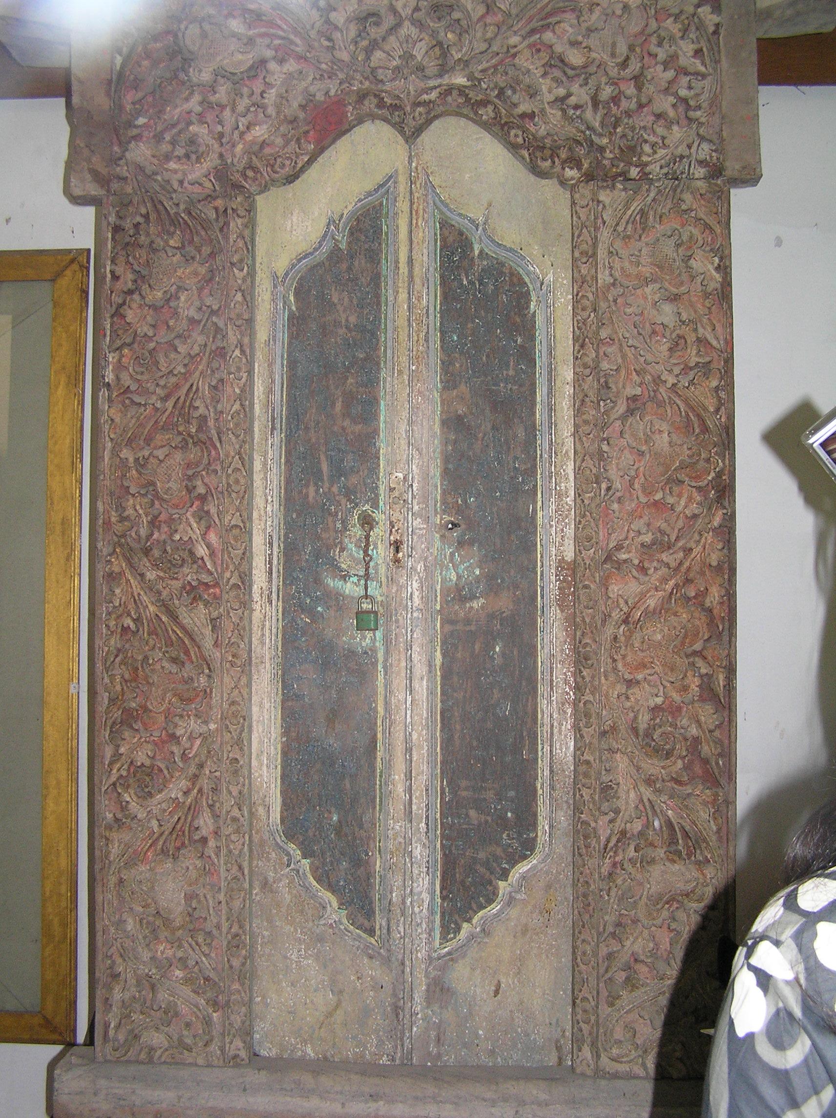 Antique door & Balinese doors | The Longhouse Bali Pezcame.Com